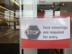 Sign requiring face covering to enter