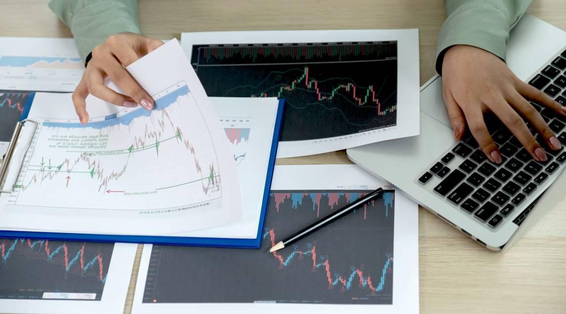 Analyzing stock graphs